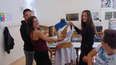 Manon et Eléana défileront au Salon de la Gourmandise.