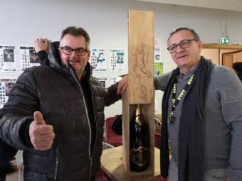 Julien Pfranger avait envoyé son papa récupérer son prix, pas sûr qu'il soit revenu avec...