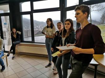 Pour animer la séance, 4 élèves du lycée : Paul Poirot, vice-président du CVL, Amandine Speeg, Romane Picart et Lola Verrier.