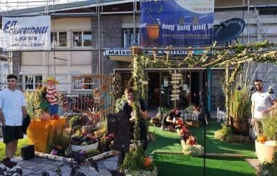 Le magnifique parvis réalisé par le service parcs & jardins de la Ville de Gérardmer.