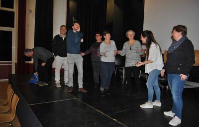 La troupe de l'ATA en pleine répétition