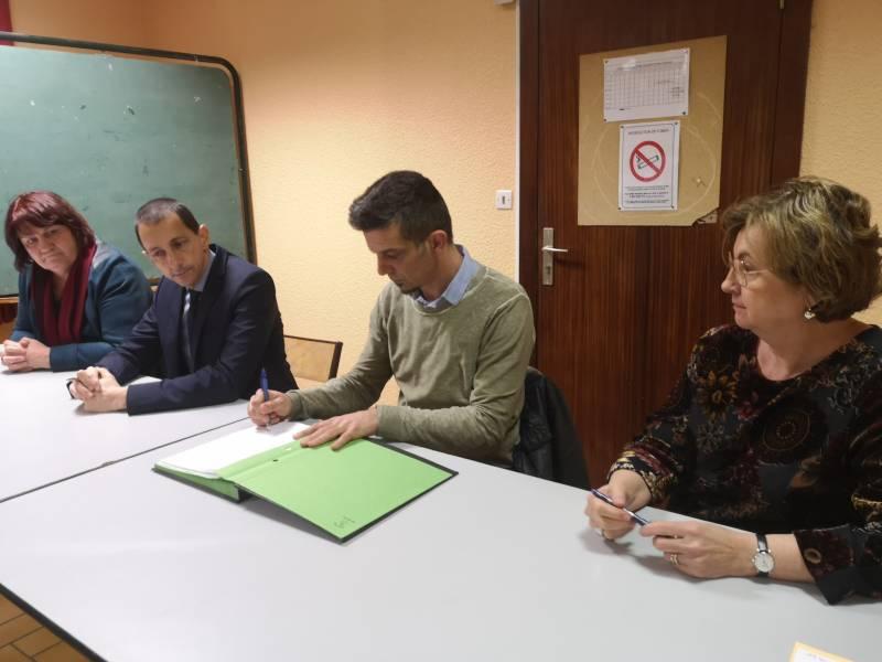 Brigitte Vanson, Didier Houot, Jérôme L'Hommé et Marie-Christine Klopp lors de la signature officielle du document.