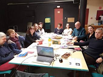 Ls bénévoles de la commission cinéma se réunissent régulièrement pour mettre en place la programmation de la salle André Bourvil.