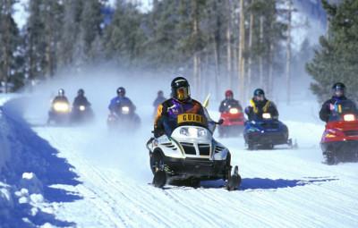 snowmobiles-535686_1280-670x460