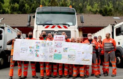 Service de collecte des ordures ménagères_Banderole Covid-19 avec messages de remerciements et encouragements_Site de Gérardme
