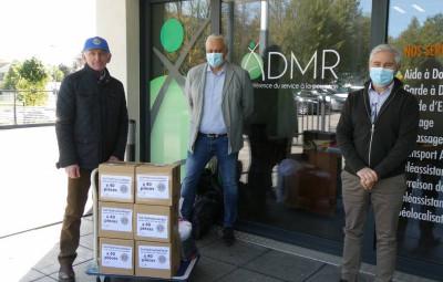 Un des Lions des Vosges avec la Direction ADMR Mrs BRIERY et DESRISCOURT, à la livraison des produits