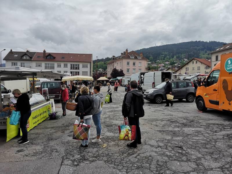 marché de Gérardmer place du 8 Mai masques (5)