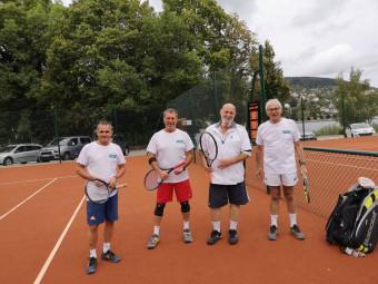Charlélie Couture a testé les nouveaux courts à l'occasion d'un double en compagnie de joueurs locaux.