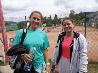 Les finalistes dames Estelle Germain et Juliette Vincent.