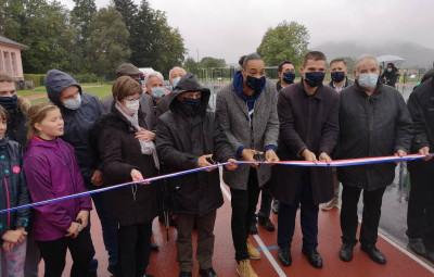 L'inauguration et le coupé de ruban en présence de David Valence, maire de Saint Dié et président de la Communauté d'Agglomérations de Siant Dié.