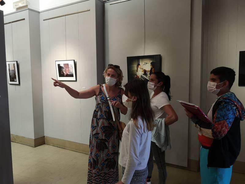 La présentation de la nouvelle saison s'est faite dans la galerie de la MCL où exposent actuellement les élèves de l'atelier d'Eric Dydim.
