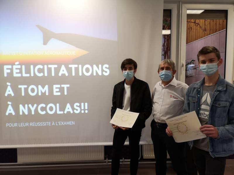 """Tom & Nycolas en compagnie de Benoït Charles qui """"pilote"""" le projet BIA à la Haie Griselle."""