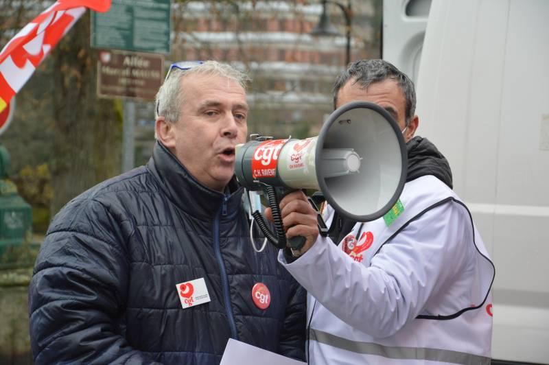 Vosges : la CGT manifeste devant la Préfecture pour dénoncer la situation du secteur de la Santé