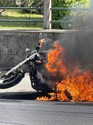 moto en feu (2)