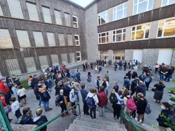De nombreux parents étaient présents ce jeudi matin pour la rentrée des élèves de sixième.
